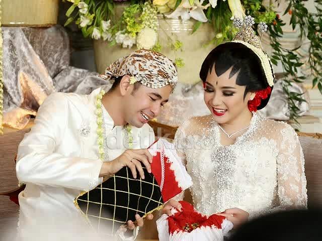 kacar-kucur-adat-pernikahan-jawa